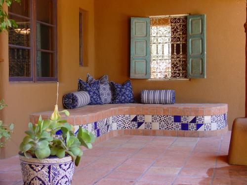 Outdoor patio design archives saltillo tile blog for Mexican porch designs